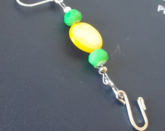 Yellow shell with Green accent beat Portuguese Knitting pin