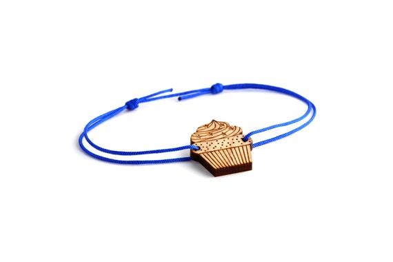 Cupcake bracelet - 25 colors - graphic cake bangle - adjustable length - lasercut maple wood - minimalist jewelry - unisex - customizable