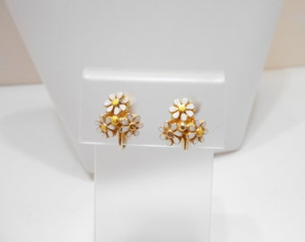 Vintage Tiny Enamel Daisies Clip Earrings (4243)