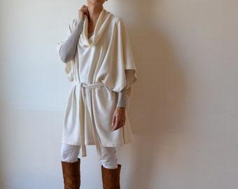 Cashmere poncho / cashmere shawl poncho / Winter white poncho / Cream cashmere coat / Plus size clothing /  Maternity clothing / luxe poncho