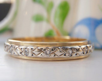Vintage Diamond Orange Blossom Wedding Ring. 15 Diamonds, 18K White & Yellow Gold. Wonderful Quality. Fabulous Raised Pattern Texture.