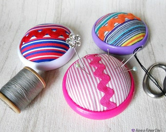 Round striped fabric pincushion. Vintage pincushion. Pin cushion. Needle case. Mother's day. Bridesmaid gifts. Sewing craft. PI#02