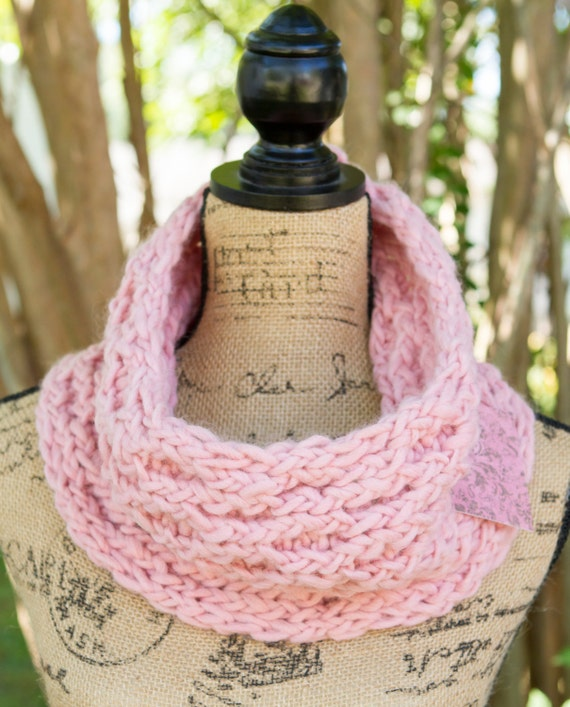 ONE IN STOCK - Ready to Ship! / Honeycomb Cowl in Pale Pink