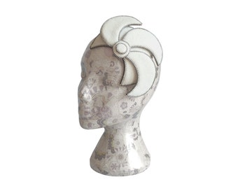 Pale Ivory & Silver Fascinator - Zip and Felt