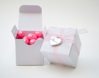 White wedding favor box, mini favor box, pink favor, love favors, wedding favor boxes, white gift box, white wedding, white box, favours