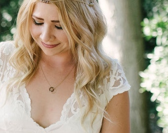 Classy Necklace // Feminine Minimalist Necklace // Minimal Jewelry // Minimal Necklace // Circle Necklace | SHE'S A LADY Necklace