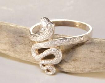 Sterling silver tribal snake ring / snake ring / sterling silver serpent ring/ snake / protective amulet / amulet / snake ring / hand made