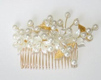 Beaded flower hair comb gold