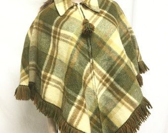 Poncho top, Pioneer Wear, Wool, Plaid Poncho Green poncho, Fringed ,Tassle, Zip Up Small,Medium
