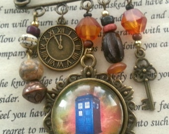 Time Travel Kilt Pin Badge, Brooch, Who Travel, Space, Police Box, Time Machine, Steampunk In Anteque Bronze And Brown, Tardis Pin Badge
