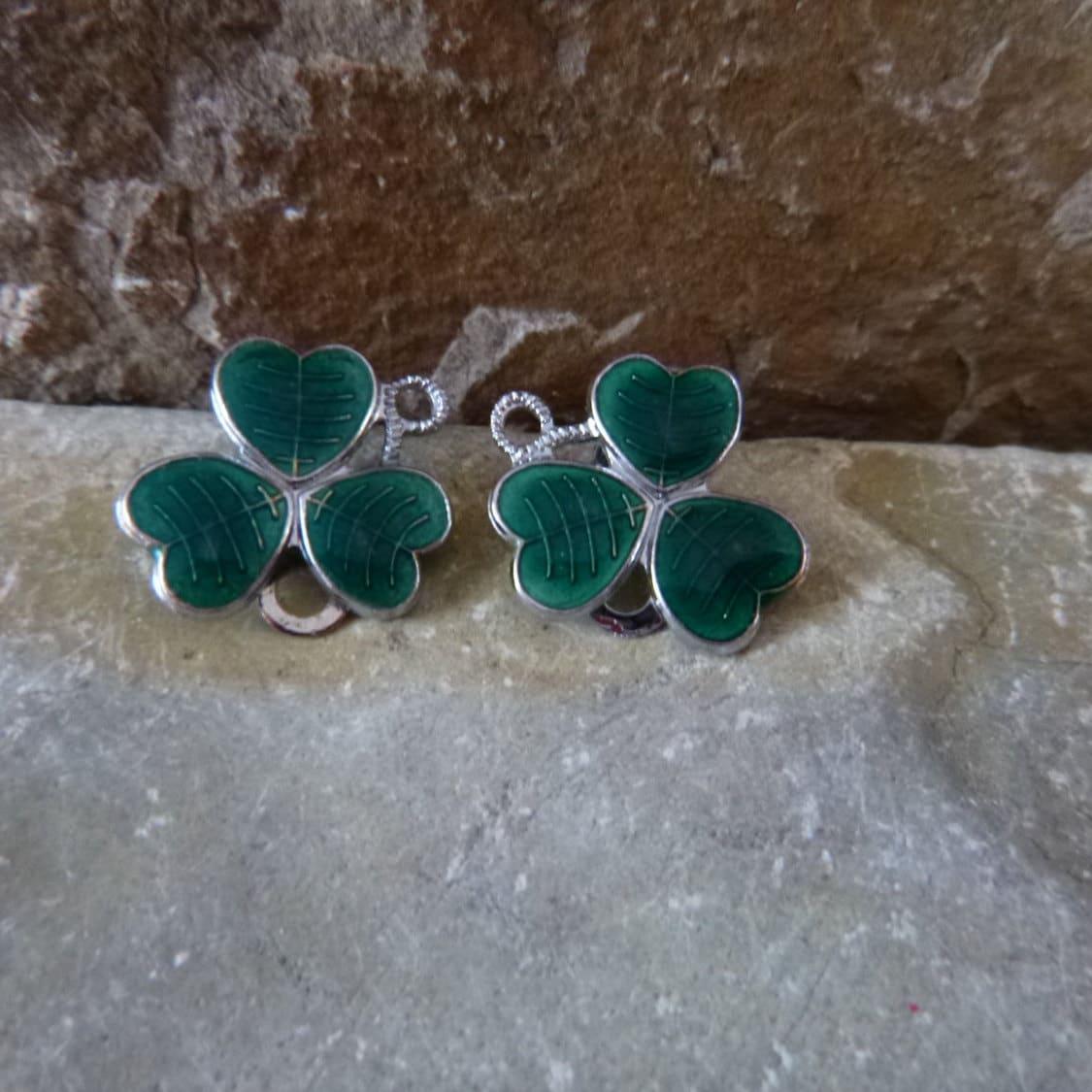 vintage mizpah shamrock clip on earrings green enamel