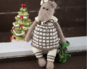 Toy Mouse Knitting Pattern -Sonia the Girl Mouse /Knitting Pattern for a Handmade Toy /Animal Knitting Pattern /knitted animal /Knitted mice