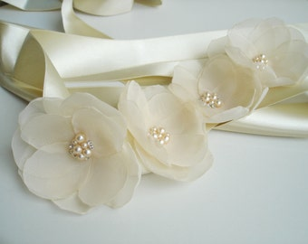Champagne Sash, Champagne Flower Sash, Champagne Wedding Sash,  Bridal Sash, Wedding Belt, Pearl  Bridal Belt , Floral Wedding Belt