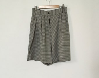 S - Vintage High-Waisted 80's 90's Black and White Plaid Trouser Shorts - small