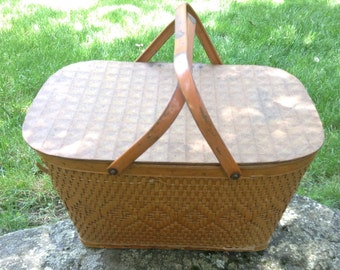Vintage Retro Redman Picnic Hamper with Hinged Lid and Metal Handles. Large Picnic Basket. Woven Reed exterior. Lined masonite interior.