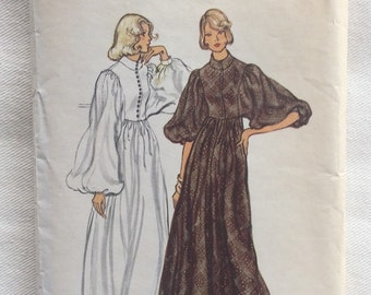 Vintage Vogue Pattern 8466 - 70s Dolman Sleeve Evening Dress and Pantdress - Size 14