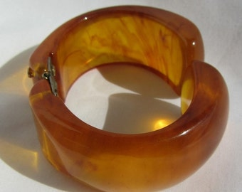 Chunky Bakelite Clamper Bracelet Refreshing Translucent Marbled Tea