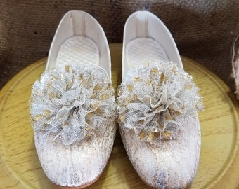 """Vintage 1960's Daniel Green """"Comfy"""" Gold Pom Pom Slippers / Shoes - NEW - Size 6 / 6.5"""