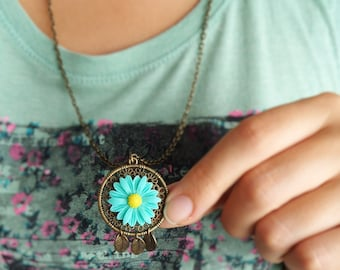 Floral Dreamcatcher Necklace Seafoam Flower Necklace Boho Dream Catcher Necklace Bronze Hippie Necklace Round Circle Pendant Leaves Necklace