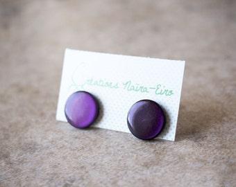 Deep purple stud earrings - Dark mauve button earrings - 15 mm - Creations Naïra-Eiro - recycled vintage buttons