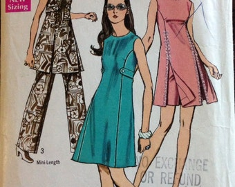 Simplicity 8788 - 1970s Princess Seamed Dress with Optional Stand Up Collar and Front Slits - Size 14 Bust 36