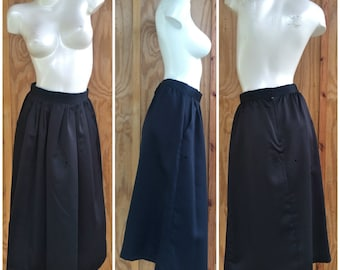 Vintage 80s Black Satin Skirt with Pockets by Ellen D Kollection USA / Gatthered Waist / Flared Botton / Round PLeated Midi / 30 Inch Waist