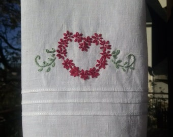 Linen Guest Towel with Red Daisy Heart