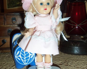 Free Ship. A  1956-1962  Stamped  Collectors  Vogue  Ginny  Doll,  Bent  Knee  Walker