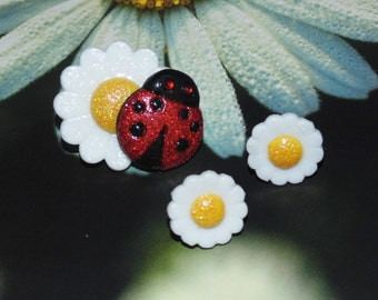 Handcrafted Novelty Daisy Flower Earrings & Daisy Pin With Lady Bug Set