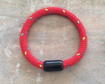 Segeltauarmband with black magnetic closure