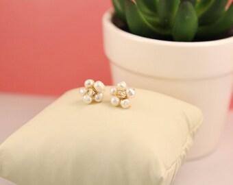 Flower shaped pearl stud earrings. Elegant pearl earrings. Pearl earrings. Pearl and crystal earrings. Freshwater pearl earrings. Handmade.
