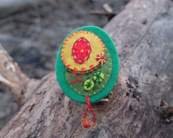 Felt brooch-Bohemian, Eye brooch, Textile brooch, Colorful brooch, Embroidered brooch, Green Red Yellow, Halloween jewelry, Christmas gifts