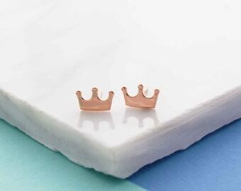 Crown stud earrings, minimalist stud earrings, dainty stud earrings, dainty crown stud earrings, girlfriend gift, daughter gift, earrings