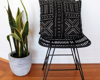 Vintage African Mud Cloth Cushion Pillow Cover - Black and white Arrows and Crosses