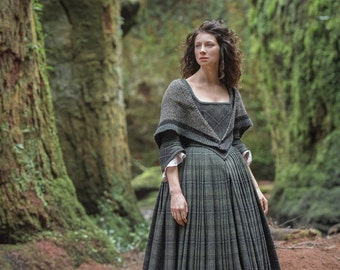 Outlander Knit Shawl / Claire's Triangle Wrap