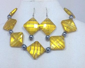 Yellow and Gray Jewelry Set