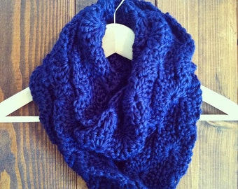 Sweetwood Circle Scarf - Navy
