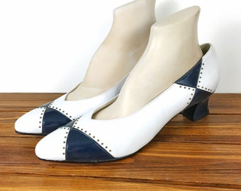 9/9.5 • 1950's/60's • Selby Comfort Flex Navy White Spectator Pumps