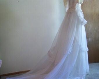 1970s Boho Chic Wedding Dress with Train Size 2/Small