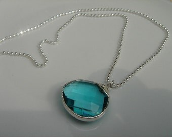 Diamond 925 Silver chain with wonderful Blue Topaz!