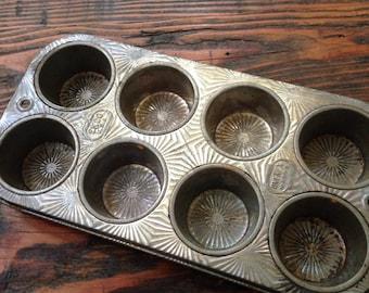 Vintage muffin/ cupcake tin