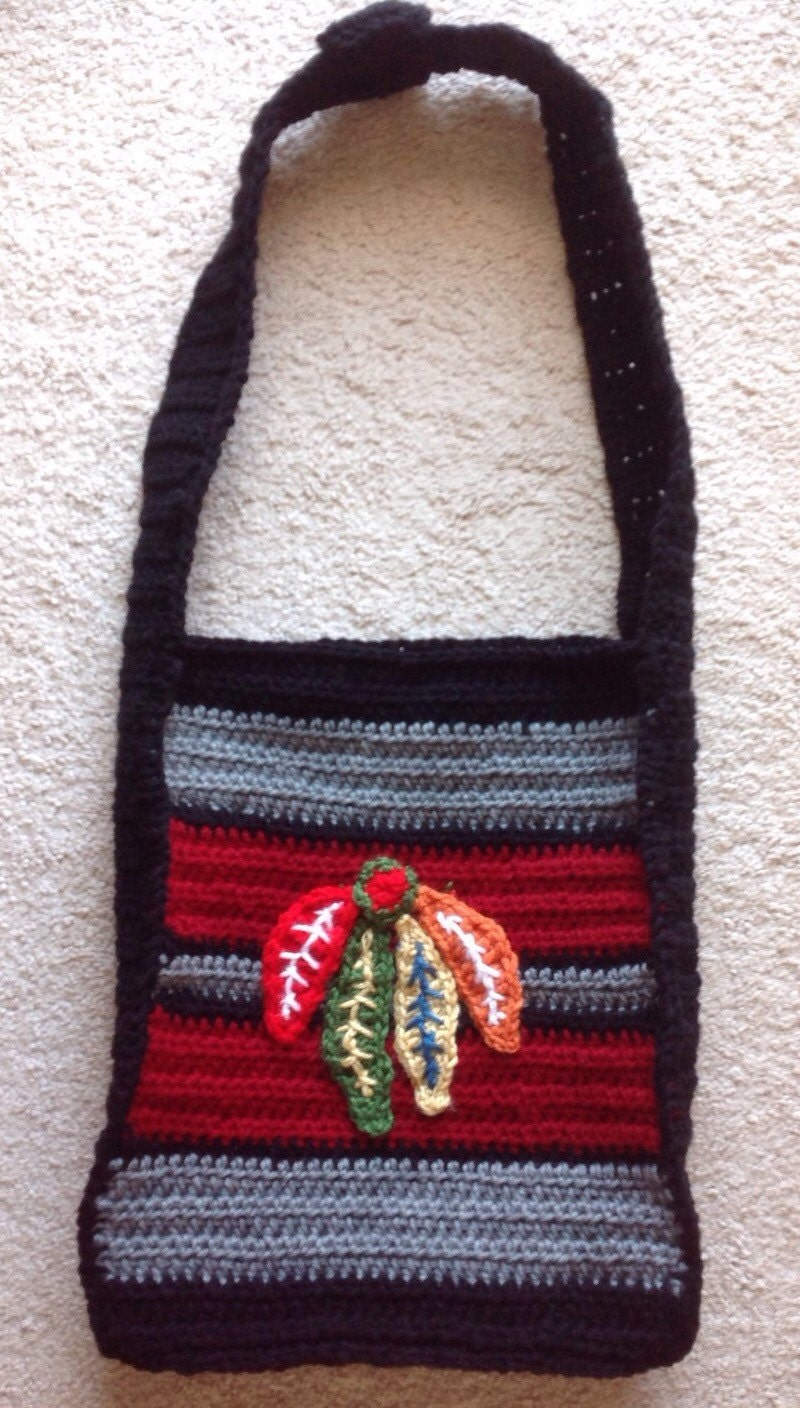 chicago blackhawk inspired tote carrier purse hand crocheted. Black Bedroom Furniture Sets. Home Design Ideas