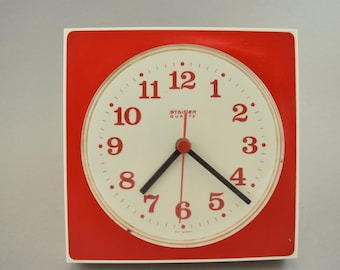 Old German plastic wall clock kitchen Germany, Quarz, mid century
