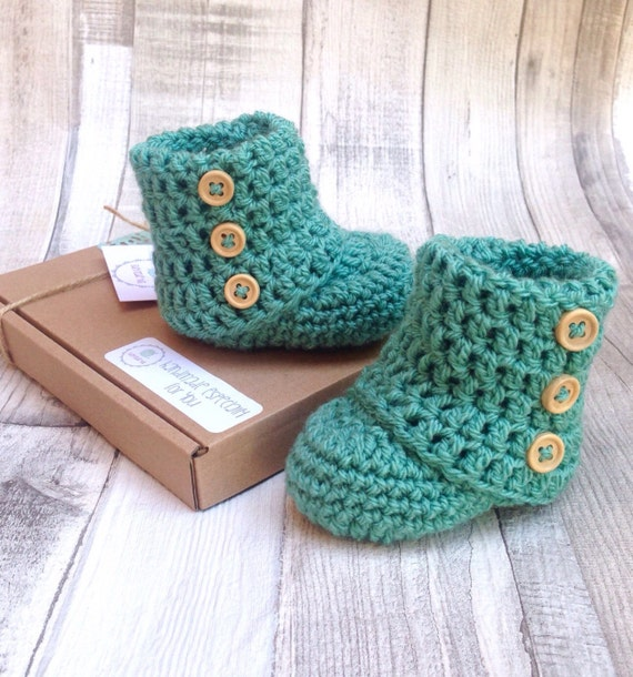 Unisex baby booties, green baby boots, Unisex baby booties, Crocheted booties, Baby shower gift, Photo prop, New born baby, Newborn ugg boot