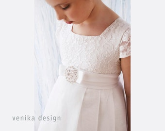 Communion dress in white with a beautiful brooch decorated, baby dress, Handmade in Europe