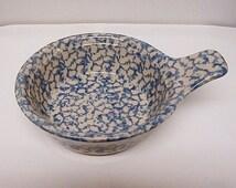 1 Available* Vintage Henn Pottery; Blue Spongeware Hot Cold Entree Food Serving Bowl W/Handle/Collectible Roseville Ohio Gerald E Henn Retir