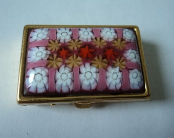 Vintage collectable enamel and metal pill box (02521)
