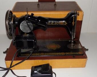 Vintage Singer Sewing Machine Model 66-1