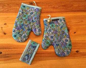 Unique Handmade Quilted Double sided Kitchen Mittens Set of 2 in Forget-Me-Not
