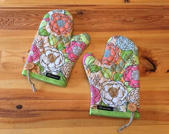 Unique Handmade Quilted Double sided Kitchen Mittens Set of 2 in Poppyseeds Field